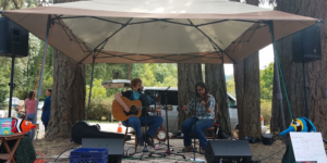 Buffalo Gals performing at the Spencer Creek Growers Market in August 2017